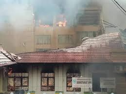 Manokwari Rusuh, Jalan Diblokade, Gedung DPRD Dibakar, Buntut Penahanan Mahasiswa Papua di Surabaya?