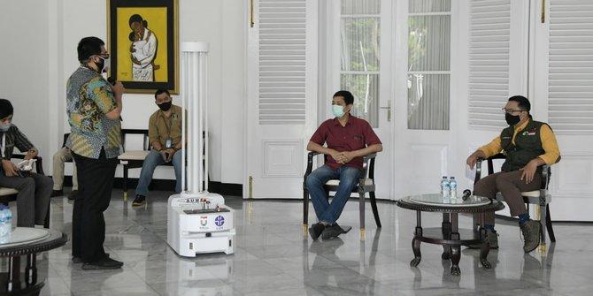 Ridwan Kamil Tertarik Pakai Teknologi Robot untuk Penyemprotan Disinfektan di RS