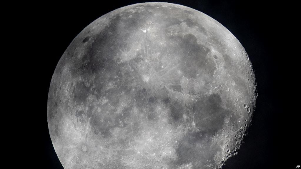 Ilmuwan NASA Temukan Air di Area Bulan yang Terkena Sinar Matahari