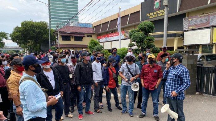 Demo di Depan Mapolres Jakarta Barat, Warga Siap Bantu Polisi Bubarkan Kerumunan Saat Pandemi