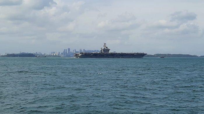 Kapal Perang TNI AL Bayangi Kapal Induk Amerika Serikat USS Nimitz yang Lintasi Timur Sumatera