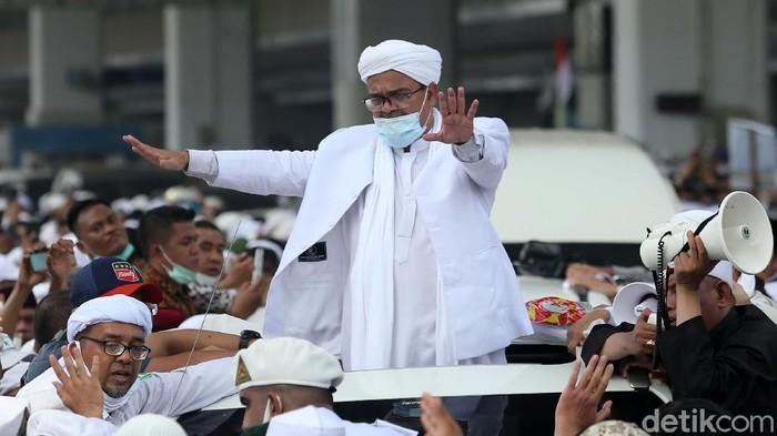 Berulang Kali Hakim Lempar Tanya Dibalas Jurus Diam Habib Rizieq dkk