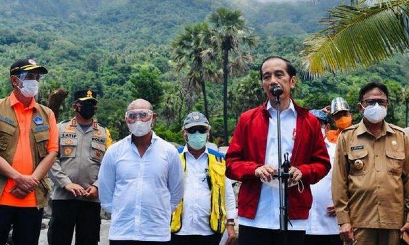 Kunjungi Lembata, Jokowi Pastikan Kebutuhan Pengungsi Tercukupi