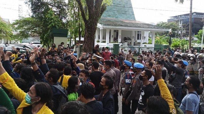 Aksi 'Save KPK' di Banjarmasin Ricuh, Mahasiswa-Polisi Bersitegang, Empat Orang Terluka