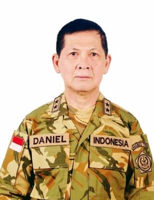 Daniel Tjen, menilai tipe kepemimpinan militer demokratis